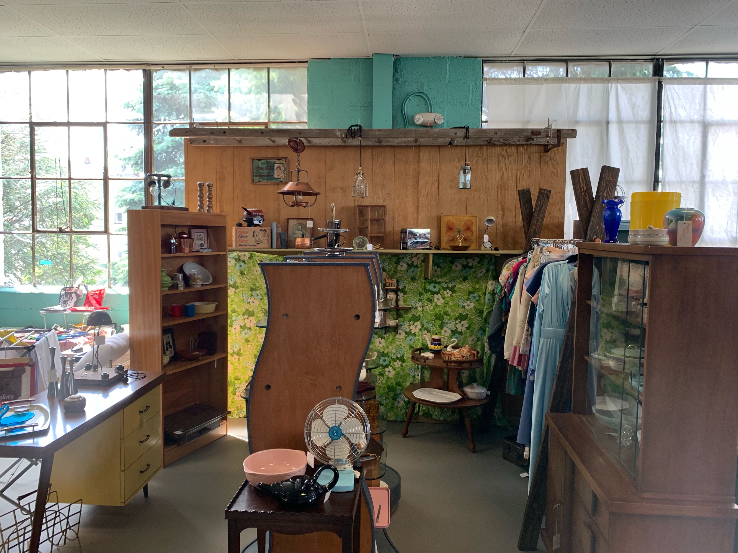 Tyler moore Vintage - Vintage Kitchen, Pyrex, clothing, and more!