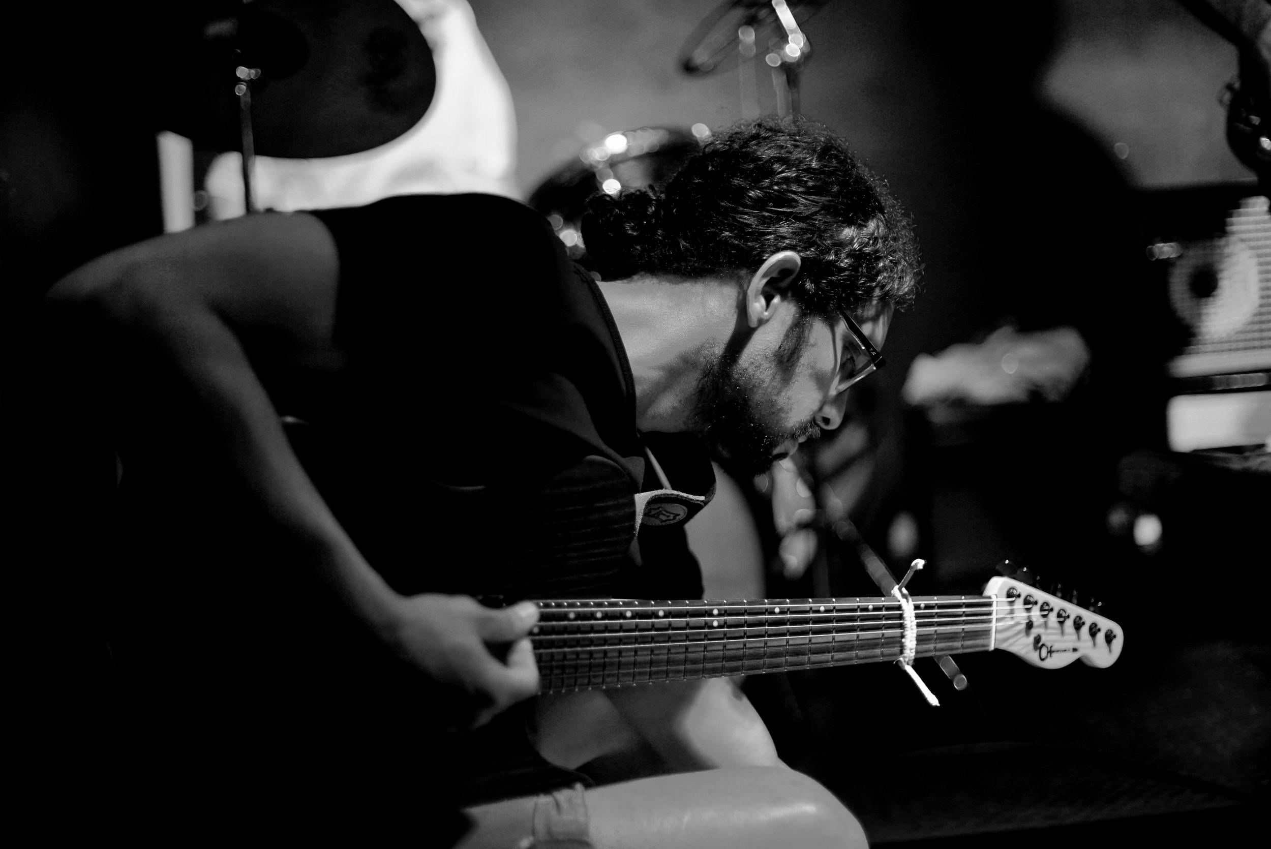 """DIEGO CAICEDO  photo: sophie graber    Diego Caicedo. Bucaramanga-Colombia, 6 de Agosto de 1977.  Guitarrist, composer.  He began his guitar studies with private teachers. Studied theoria, history, composition with the master Blas Emilio Atheortúa at UNAB (Universidad Autónoma de Bucaramanga). Studied at l'Aula del Liceu in Barcelona-Catalunya.  He is currently part of the free improvisation/spontaneous composition scene in Barcelona.  """"Hideousness and beauty are contained within each other. This prodigious paradox, in all its absurdity, leavens life itself, and in art makes that wholeness in which harmony and tension are unified."""" Andrei Tarkovsky-Sculpting in time  """"I am always sickened when an artist underpins his system of images with deliberate tendentiousness or ideology. I am against his allowing his methods to be discernible at all."""" Andrei Tarkovsky-Sculpting in time  """"El problema dodecafónico se fue planteando y resolviendo dentro de mí, no por influencias exteriores de procedimientos en boga en Europa, sino por fuertes demandas espirituales. Con el andar del tiempo ellas se plasmaron dentro de mí y renacieron, no como fenómeno objetivo de asimilación técnica sino como manifestación subjetiva de una necesidad interior. Es esta la única manera como yo concibo la transformación de los principios técnicos: como una necesidad imperiosa y espiritual del impulso creador."""" Alberto Ginastera-Ginastera en cinco movimientos  """"Porque la belleza no es cuestión de grados. Es la eclosión de un clima espiritual dentro del cual el artista se transfigura por el impulso de la creación y su obra, surgida de lo profundo de su alma e integrada por elementos humanos y personales, se purifica y se vuelve diáfana y clara. Se universaliza. El ideal de belleza debe, pues, prevalecer en todo. Hay belleza en las terribles pinturas del Bosco; en los dramáticos cuadros de Picasso; en las sarcásticas páginas de Prokofiev; en las herméticas obras de Webern; en las sombrías realidades de """