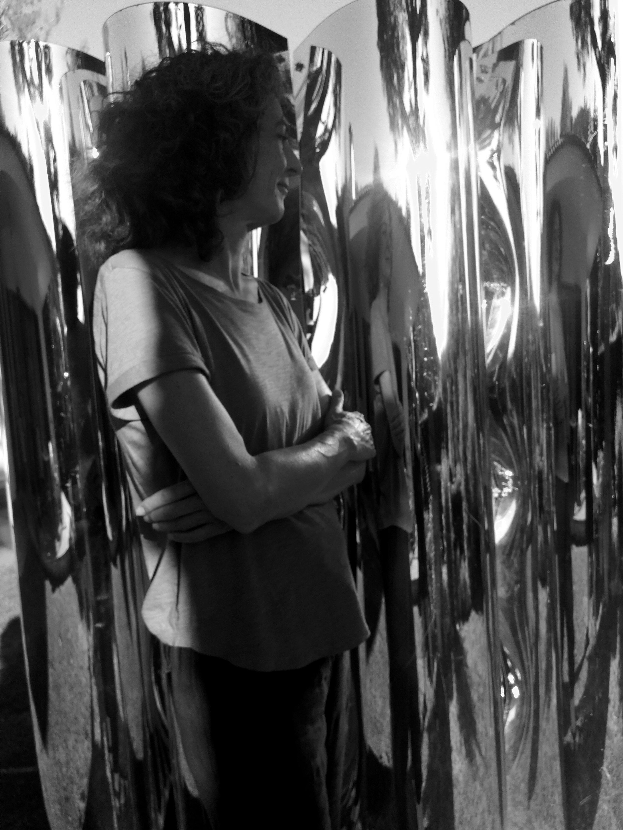 """Laura Martorell     Indagar sobre la apariencia, la percepción o la construcción de la realidad sería el eje común que entronca todo mi trabajo hasta ahora. A veces rompiendo, deshaciendo, deformando o alterando las ilusiones ópticas que representan esta realidad.    He participado en """"eBent 05"""" Festival Internacional de Performance de Barcelona. En la exposición """"Containment"""" en el Aberystwyth Arts Centre (2009). En la sala """"La Futura"""" de Barcelona con la exposición """"Exogen/Endogen"""" (2015), en la sala Glaum con la exposición """"Estela"""" (2017) o en la propuesta artística """"Inherents"""" entorno el interior de la iglesia de Sant Joan de la plaza de la Virreina de Barcelona.     Más sobre Laura:    www.facebook.com/laura.martorell.313"""
