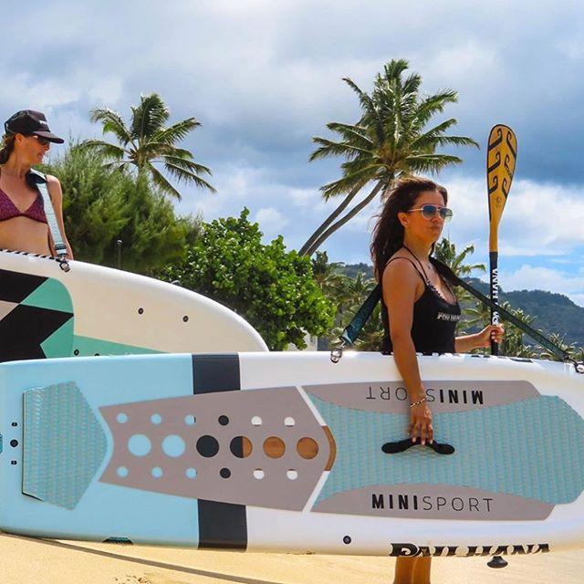 """La Mini-Sport 10'10"""" de #pauhanasurfsupply à seulement 22lbs,c'est la planche d'entraînement par excellence! Pagaie carbone gratuite avec toute précommande et 0% financement disponible! #sup #paddleboard #"""