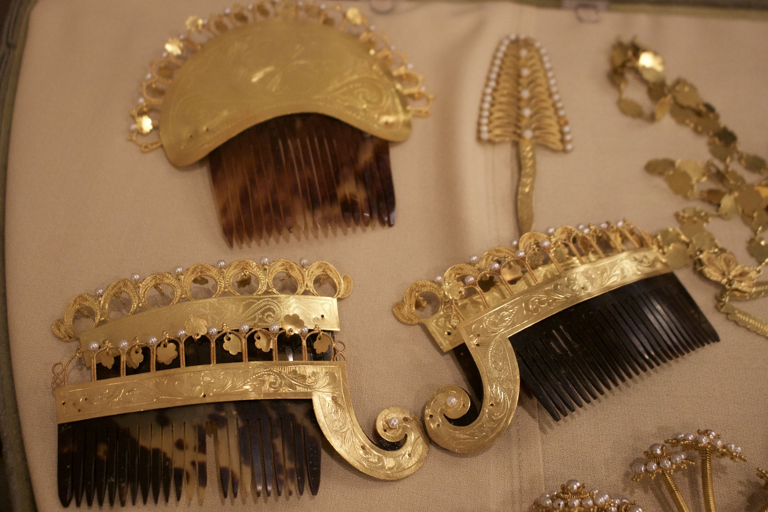 """Head Jewelry worn with the national outfit, la pollera. The """"peineton"""" or big comb, and the two smaller combs."""