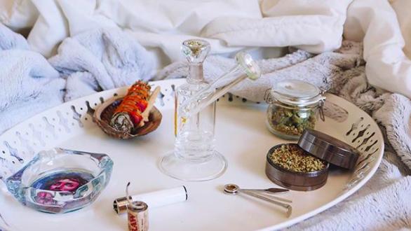 glass-bubbler-cannabis-sage
