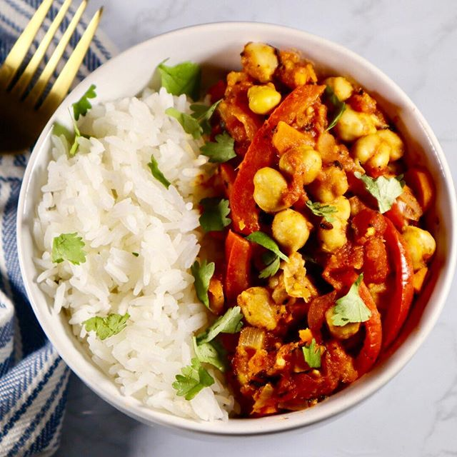 🔥Vegetable chickpea curry w/ jasmine rice🔥  Cooking with curry is a relatively new experience for me.  The flavors are just not ones that I was brought up on. I'm falling in love with every new meal that I try and I think I'm officially hooked! Are you a curry fan?