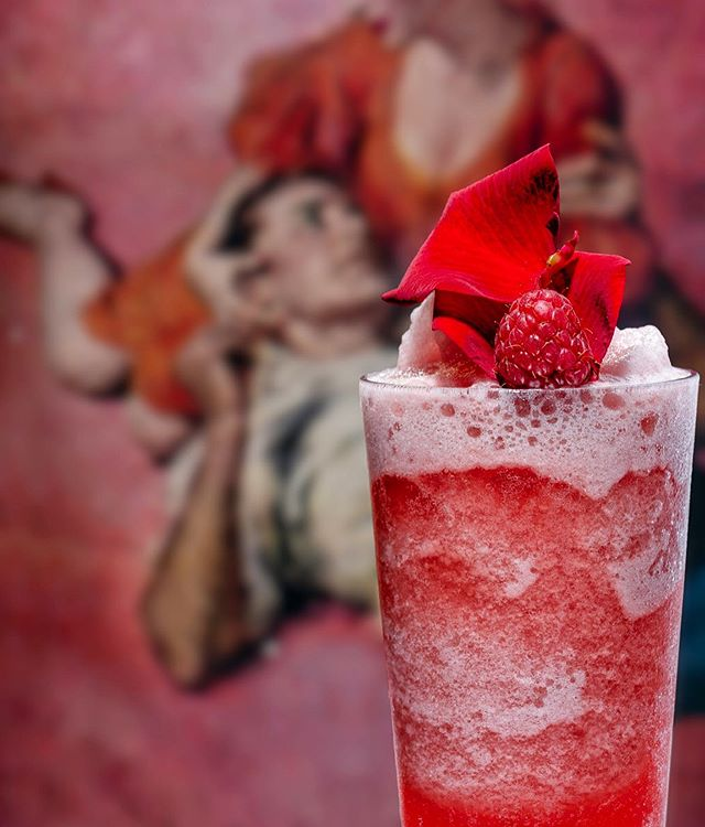 Hoxton Pink Frose 🍓🍧 ⁣ ⁣ 4 British Strawberries ⁣ 15 ml Lemon Juice ⁣ 10 ml Sugar Syrup ⁣ 50 ml Hoxton Pink Gin ⁣ 75 ml Rose Wine ⁣ 1 Scoop of Crushed Ice ⁣ ⁣ Blend it.⁣⠀⁣ Serve it.⁣⠀⁣ Drink it.⁣⠀⁣ Repeat.⁣ 👊🏼💥⁣ ⁣⠀⁣ #HoxtonSpirits #Refuse #Resist #Rebel #Revolt #EastLondon #GinCocktails Ginspiration #GinTonic #GinLove #SignatureServe #FrozenCocktail #EastisBest #HoxtonGin #GinLovers #GinCocktail #Ginfluencers #Mixology #Gin #Frose #Spirits #MixologyGuide #EastLondon #EastVibes #Shoreditch #Hackney #HoxtonLife #SpiritsWithAttitude⁣⁣ ⁣⠀⁣ ⠀