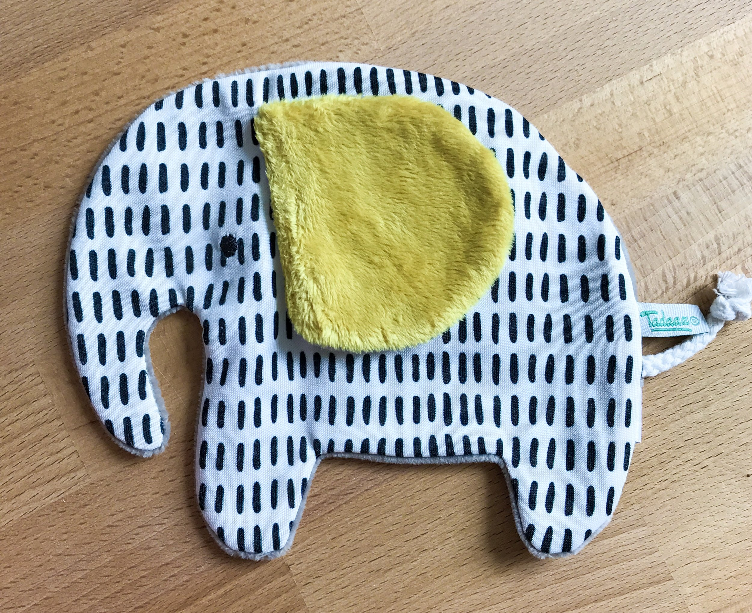 "this cute, super soft elephant Olly accompanies every order in the ""geboorte"" departement above 120 euro."