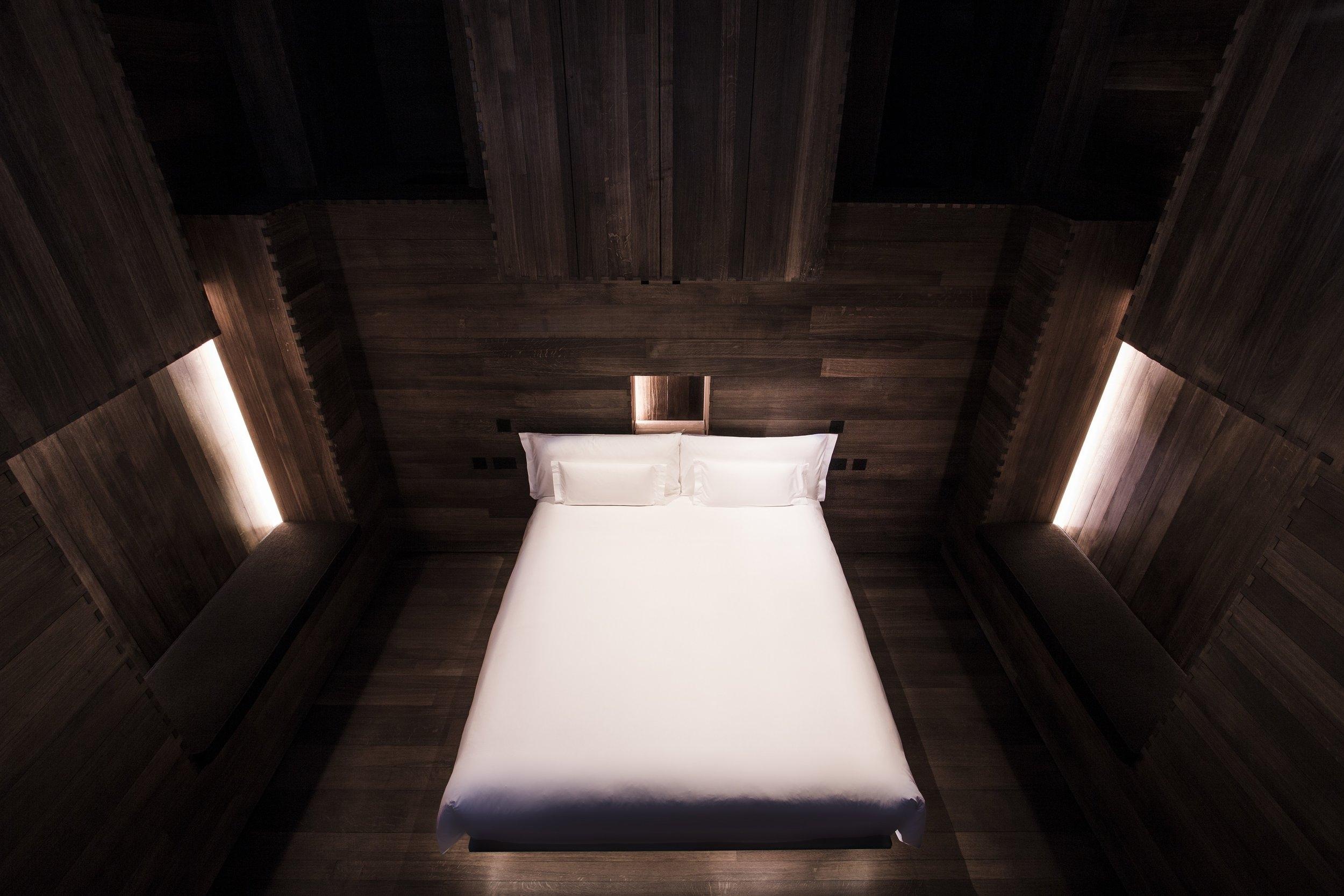 Beaumont_Gormley_ROOM_bedroom_Landscape_GramRoad_MR.jpg