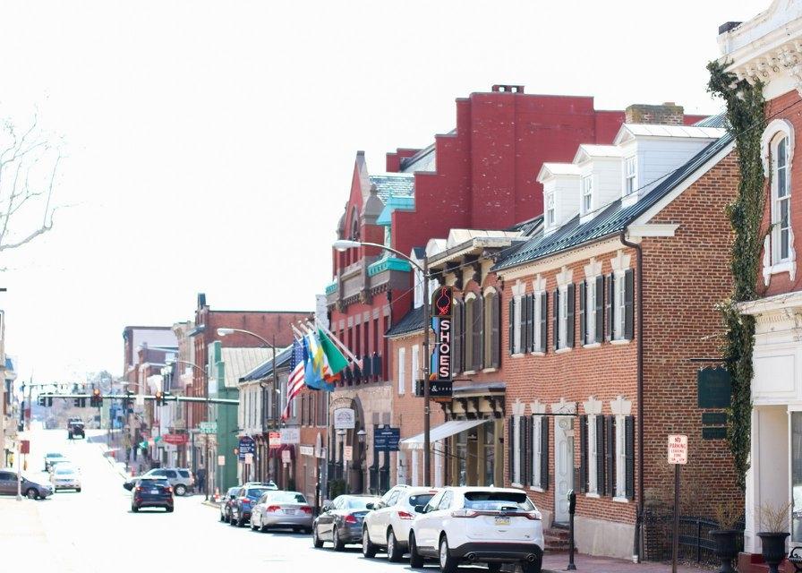 Looking south on N. King Street, downtown Leesburg, VA