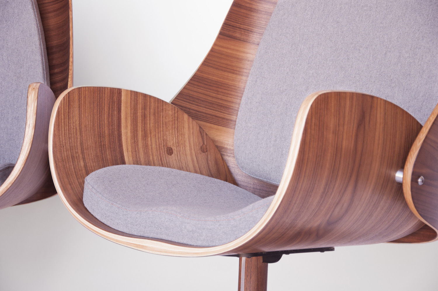 q co - q co is a Colorado-based design and manufacturing house specializing in the production of high-end furniture, lighting and object designs.