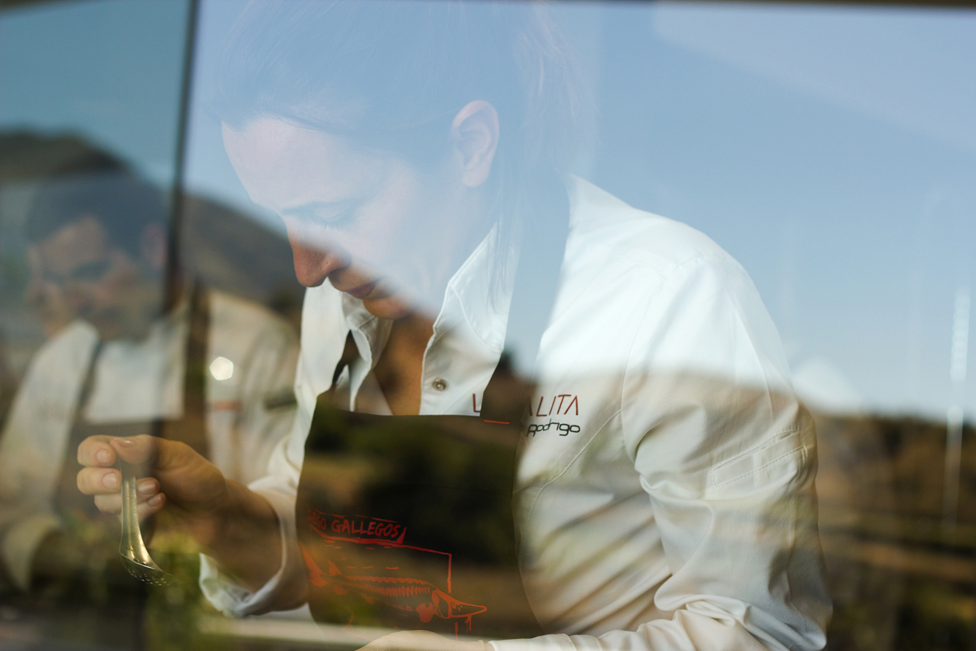 Cocinando-entre-amigos_Chef-Begoña-Rodrigo-LA-SALITA-Valencia-Sollo-Restaurante Sr Erreka commercial filmmaker photographer.jpg