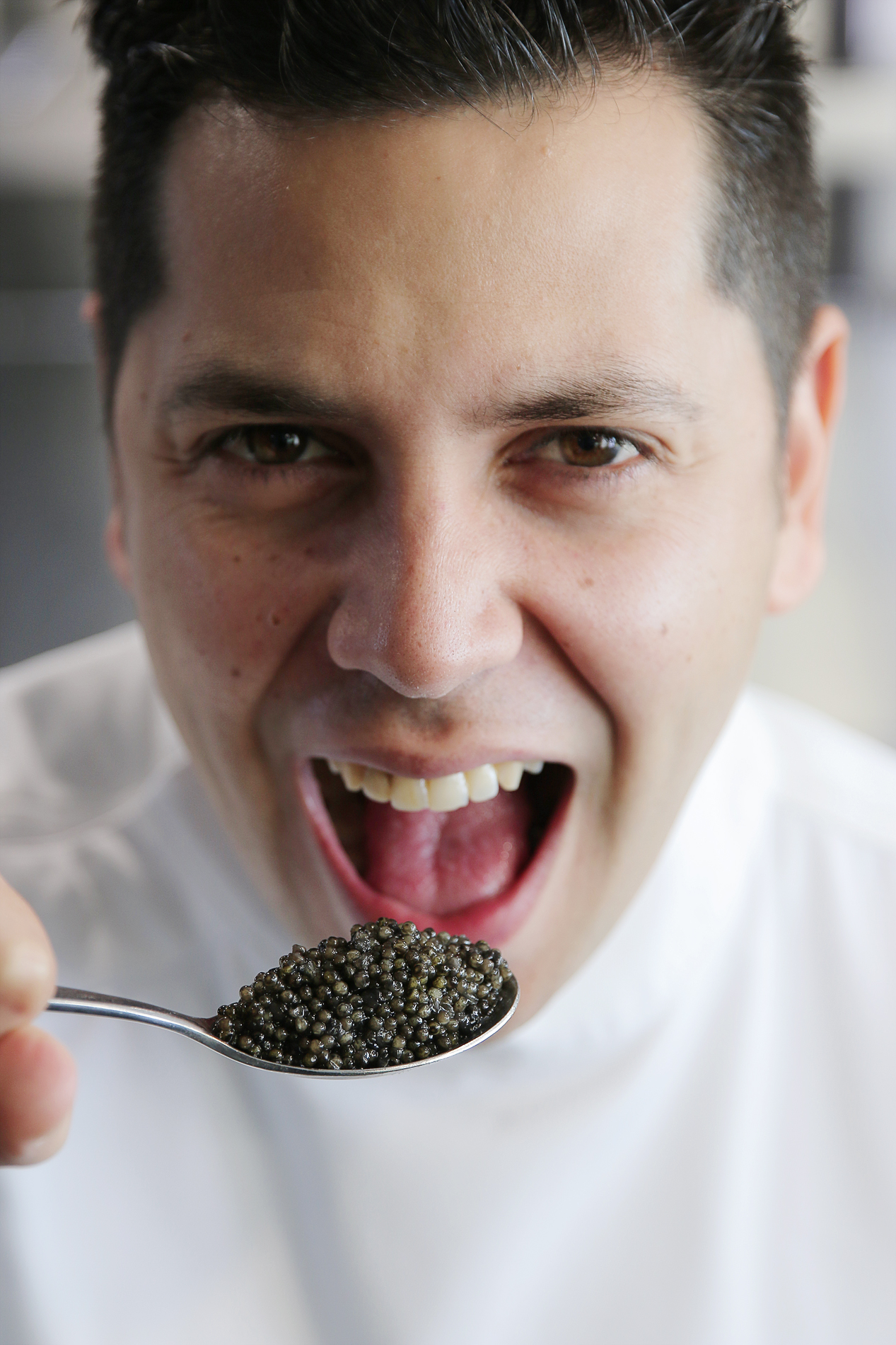 Sr-Erreka-Photo_Chef-Diego-Gallegos-SOLLO-Restaurante-chef-del-caviar.jpg