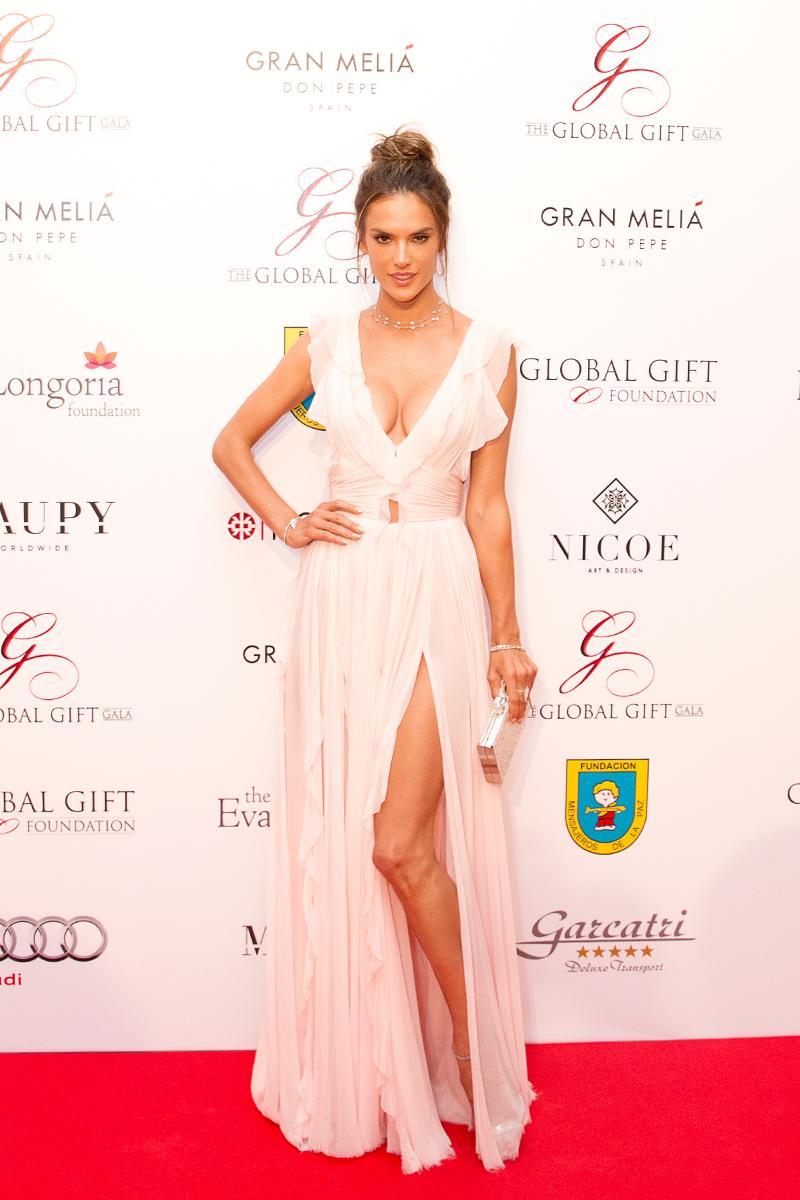 Sr-Erreka-Photo-Alessandra-Ambrosio-Gala-Global-Gift-Gran-Melia-Don-Pepe-Photocall.jpg