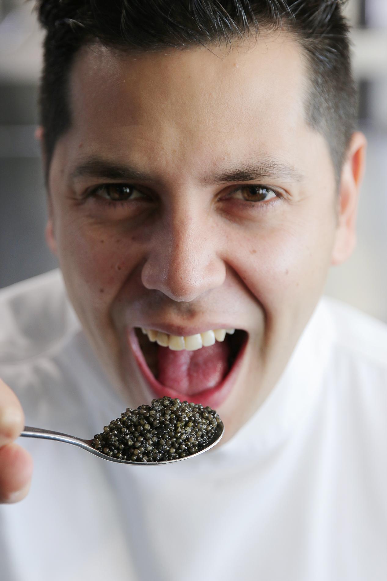 Sr-Erreka-Photo_Chef-Diego-Gallegos-SOLLO-Restaurante-chef-del-caviar señor erreka editorial corporate photographer fotografia corporativa retratos spain publicidad.jpg