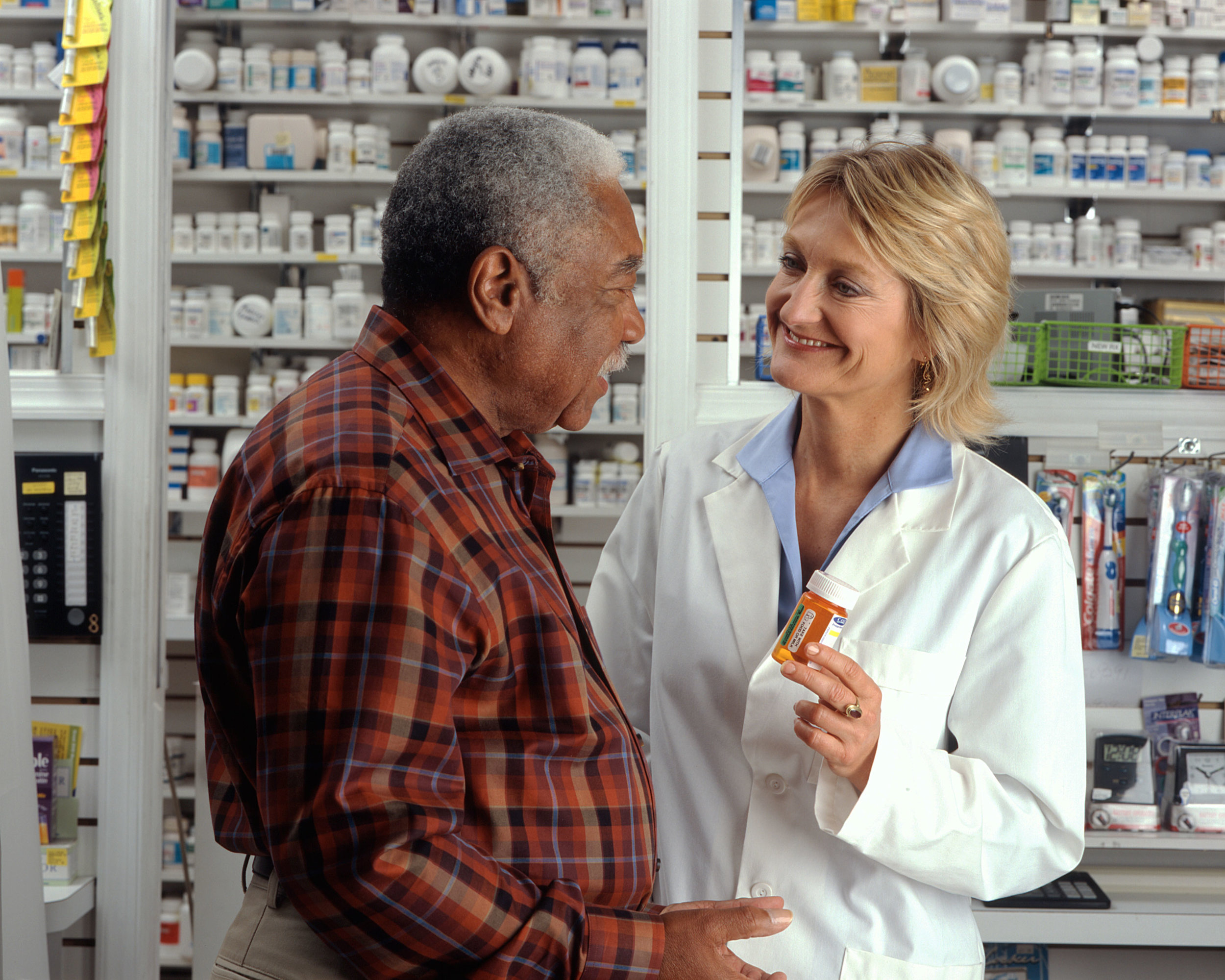 Man_consults_with_pharmacist_(3).jpg