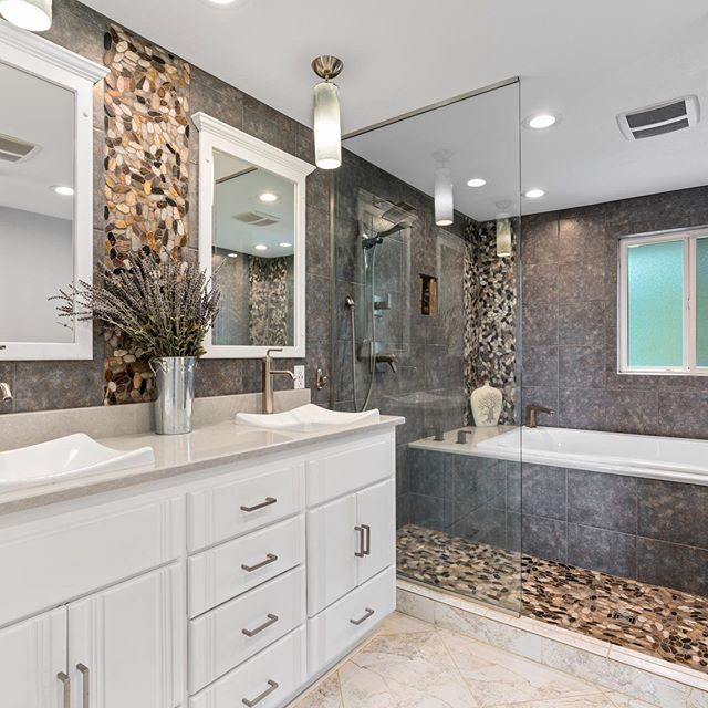Two beautiful new listings went live today on the market, presented by your favorite hometown realtors (@seilerhomegroup). The enjoyment we get from seeing all these Raymond homes is unmeasurable. We love finding all the treasures and memories stored in each home we list on the market!  If you've been thinking about finding out how much your home is worth, send us a DM or visit our link in our bio and see what the benefits are of selling your home in today's market! #sellingpacificcountywa