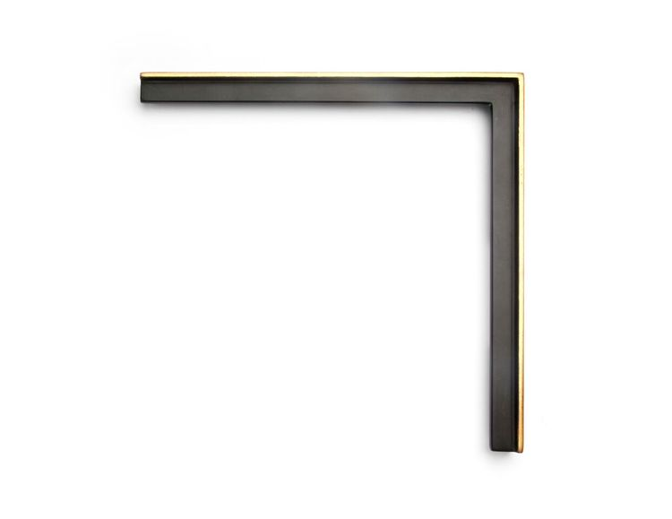 Black Gilded Panel This 1-inch frame has a flat back tray profile with no separated lip and a high outer lip with a single strip of gilding. The finish shown is a black over red panel, and yellow gold with a red clay.