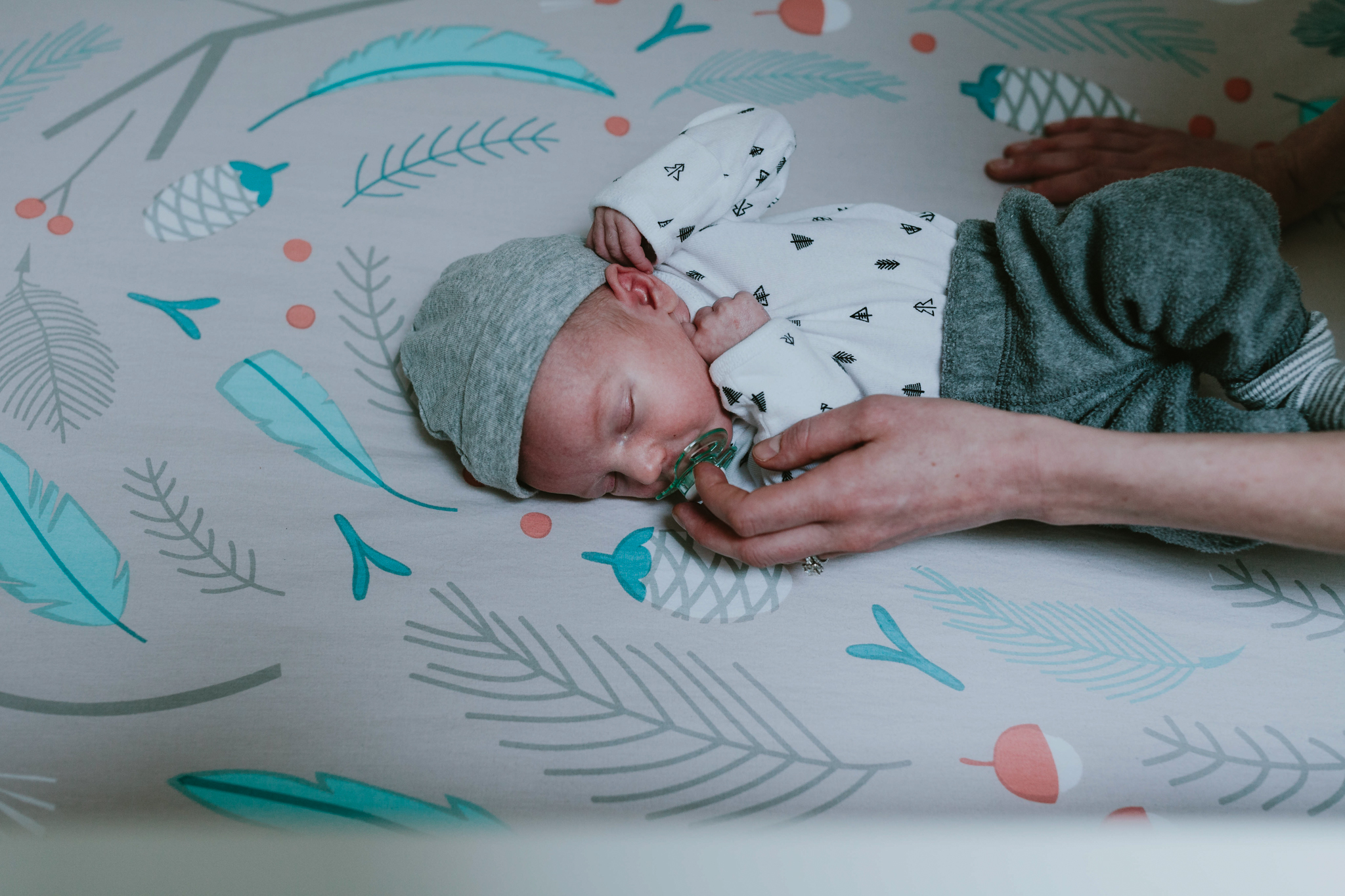in home newborn photography issaquah - lindsay-17.jpg