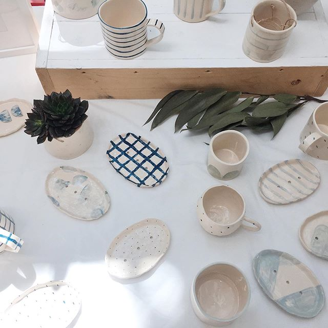 All set up at the Lady Margaret School Garden Party with lots of hand-built ceramics and sustainable prints available. Loving the sunlight on my stand 🤗