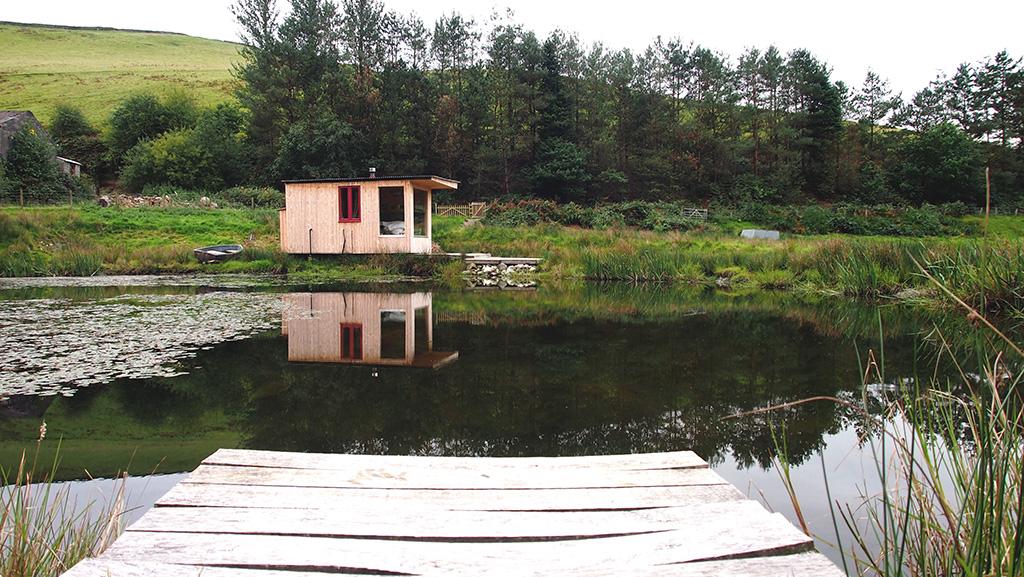 Caban-cilfa-lake-pontoon