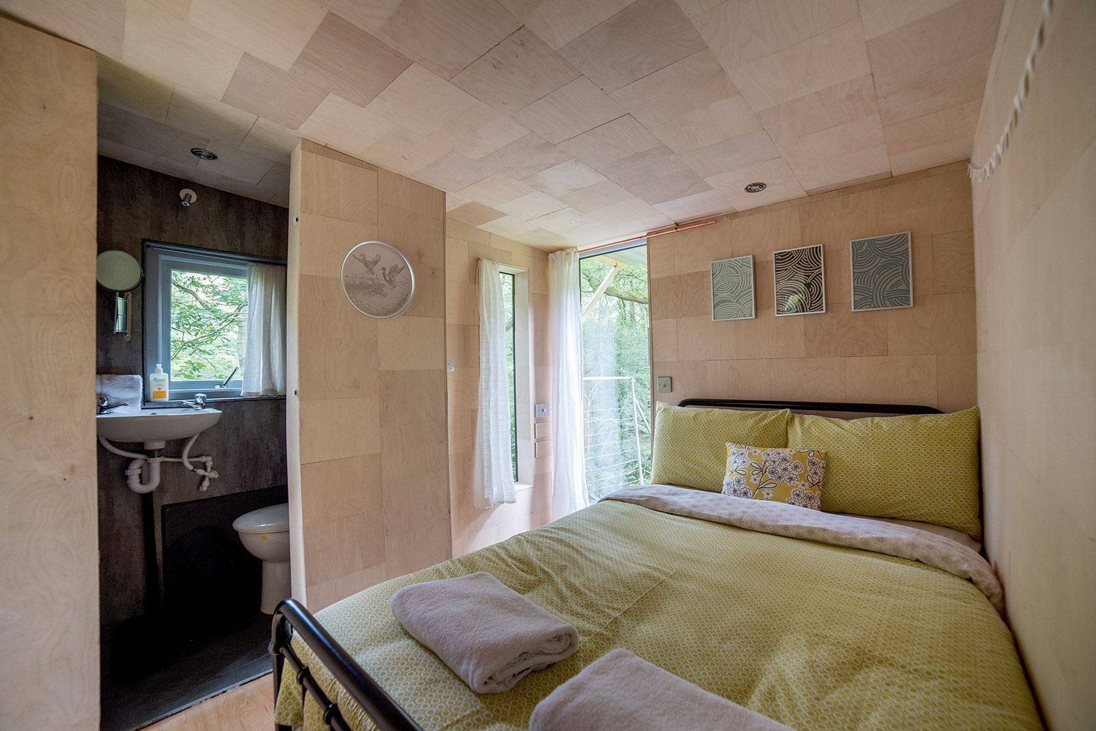 Ty Cainc treehouse bedroom