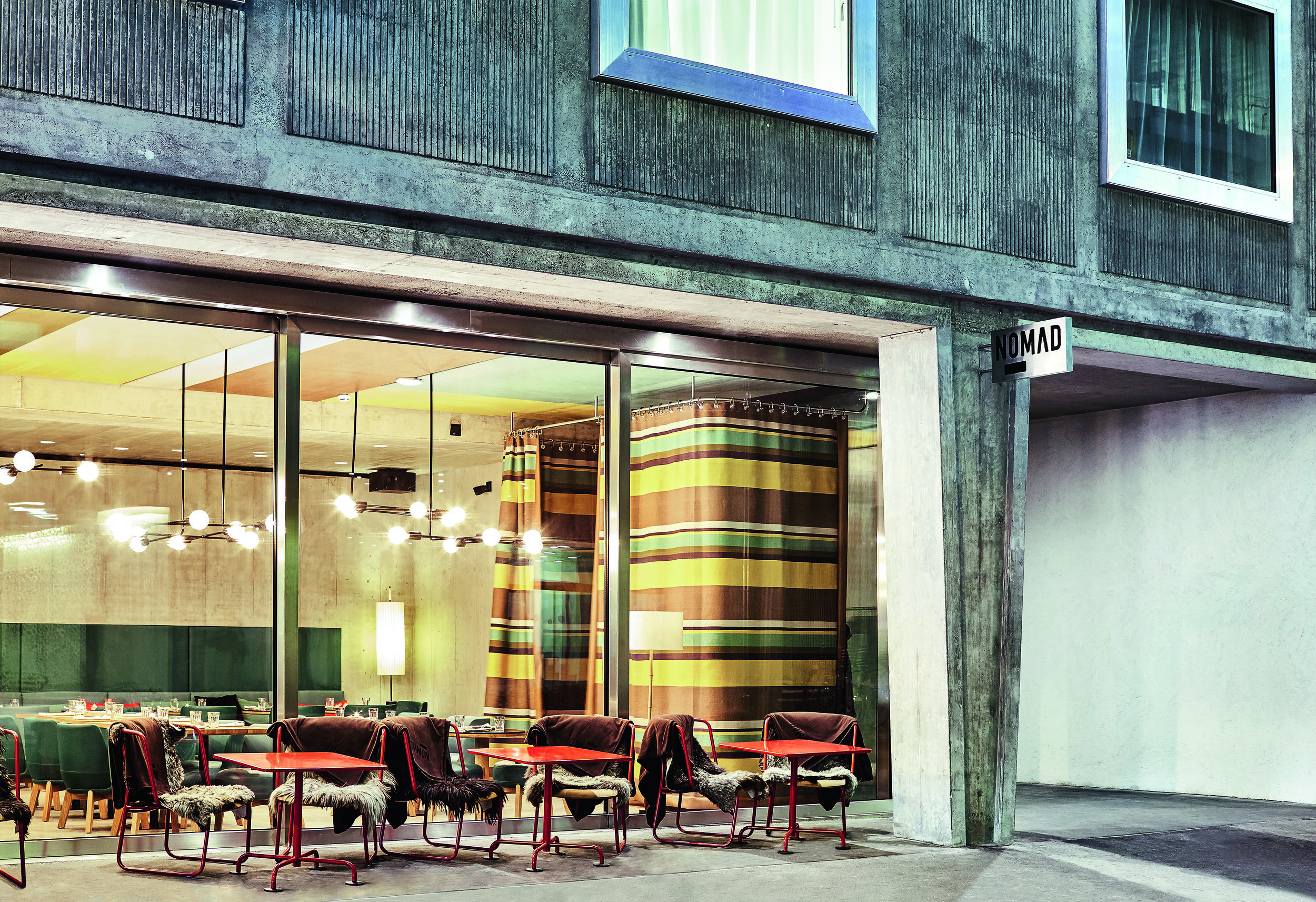 VER_Nomad Hotel CH_Lido Out_04.jpg