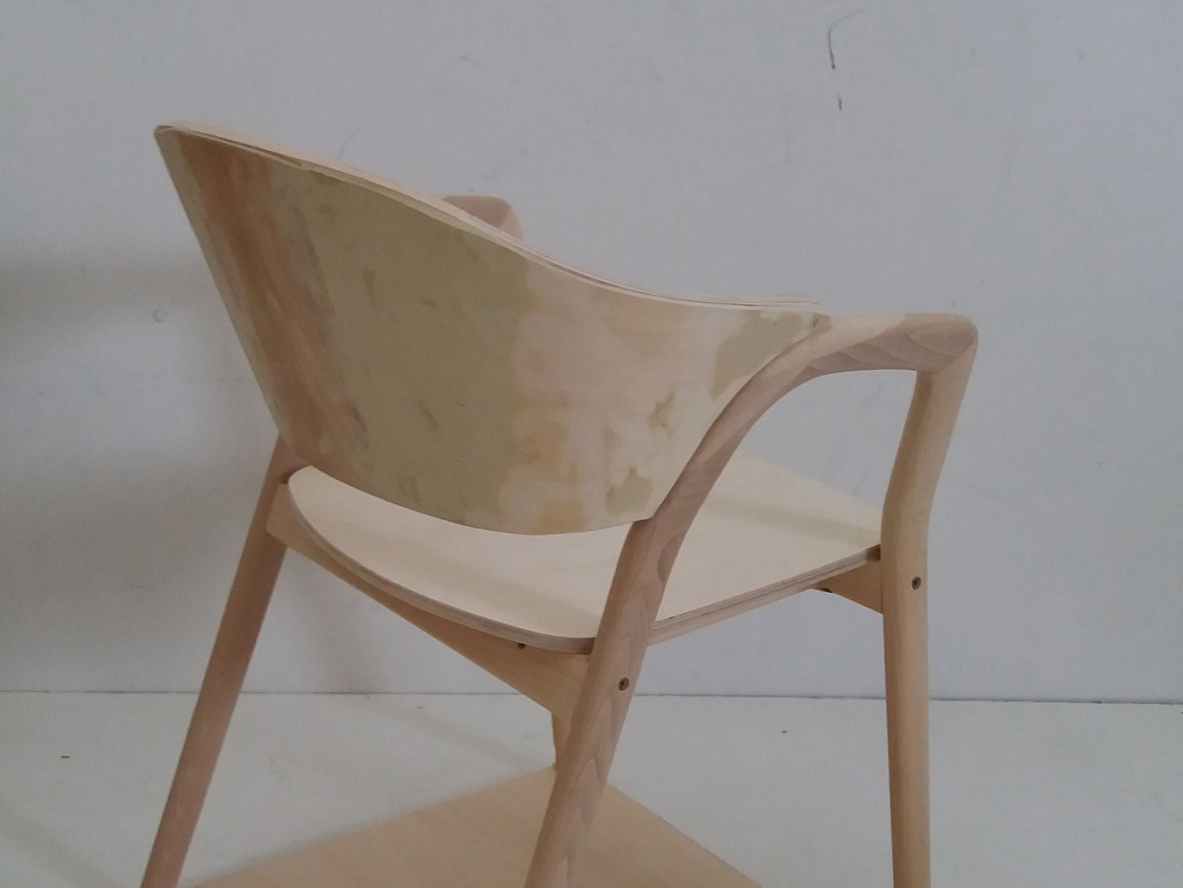 VERY_WOOD_CAMDEN_armchair_mof_120926_web.jpg