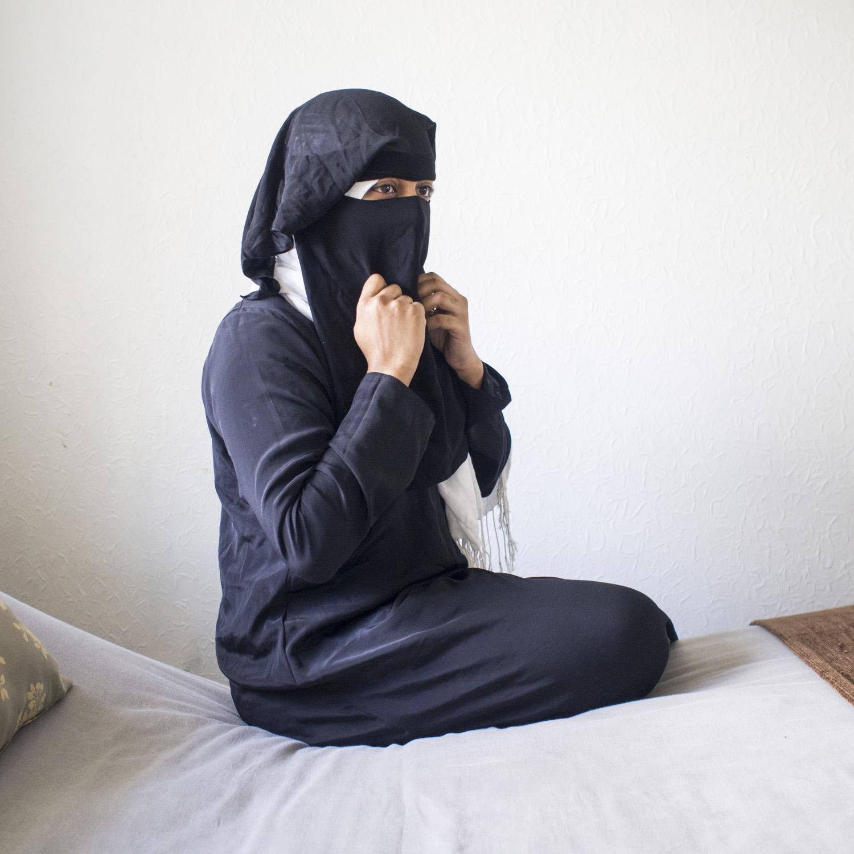 Salma putting on her face veil.