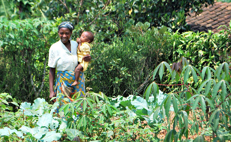 Primitive and her daughter Murikatete, 2, in her award-winning garden.