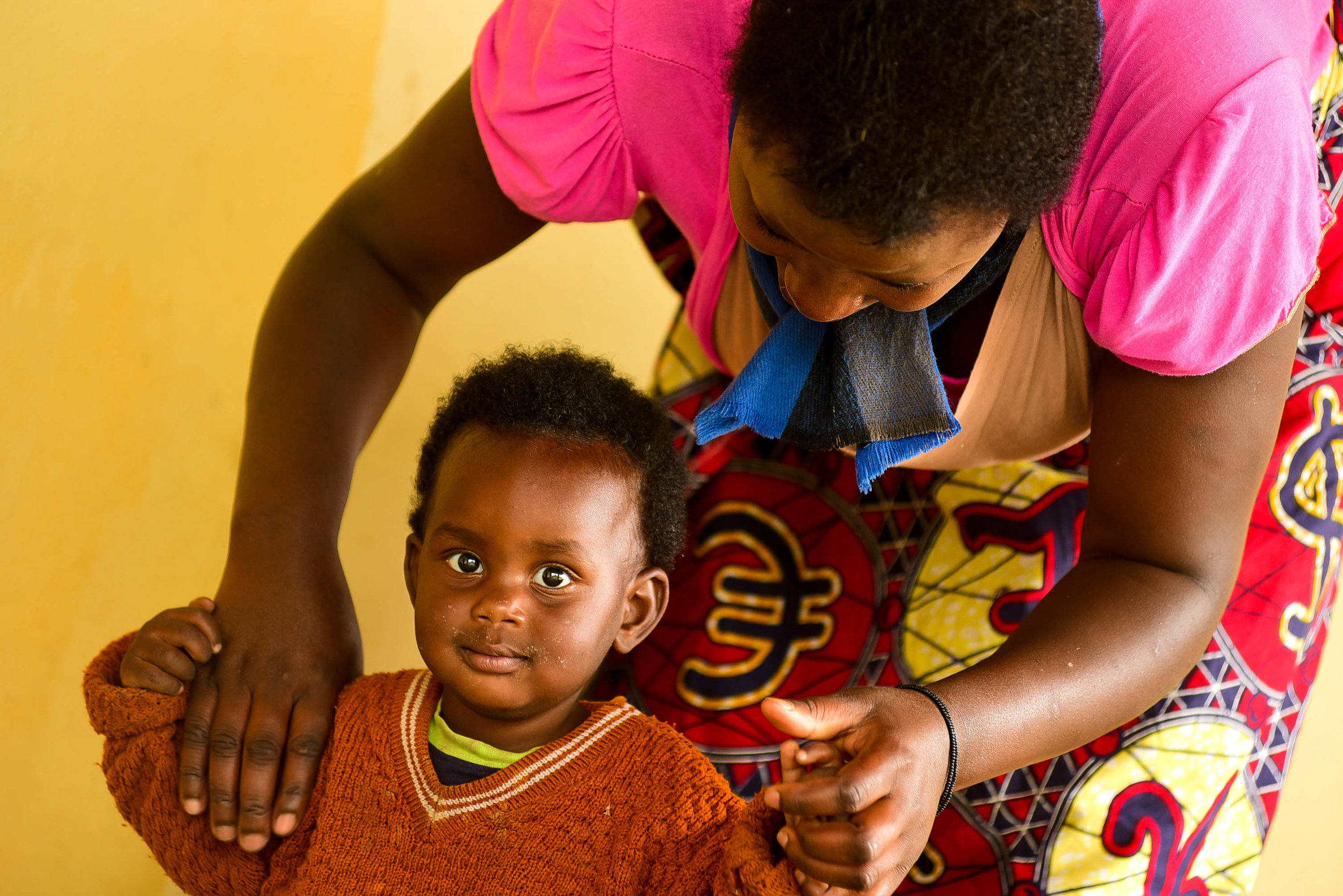 A mother and her child at a GHI health center training in Musanze.
