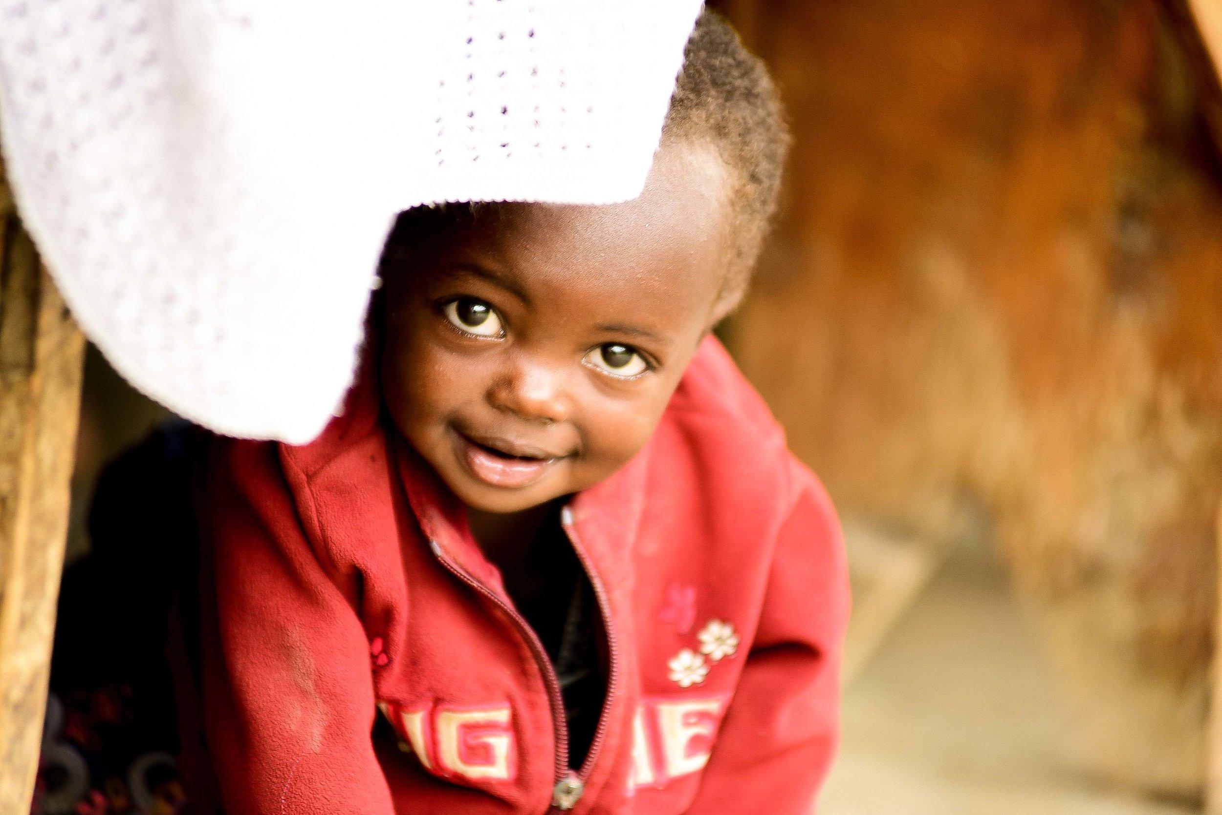 Umwana ari muri gahunda yacu ya ECD mu mahugurwa abera ku kigo nderabuzima gikorana n'umurima W'ubuzima muri Musanze, Rwanda.