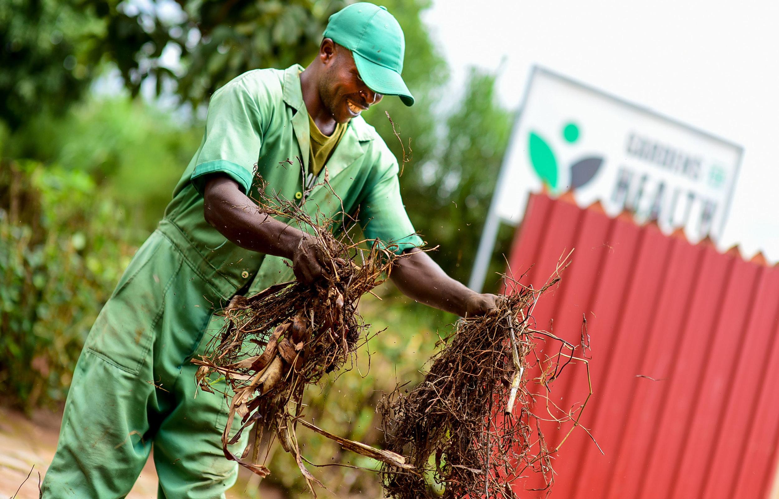 Nganizi Siridiyo    Farm Technician /Abakozi wo mumurima
