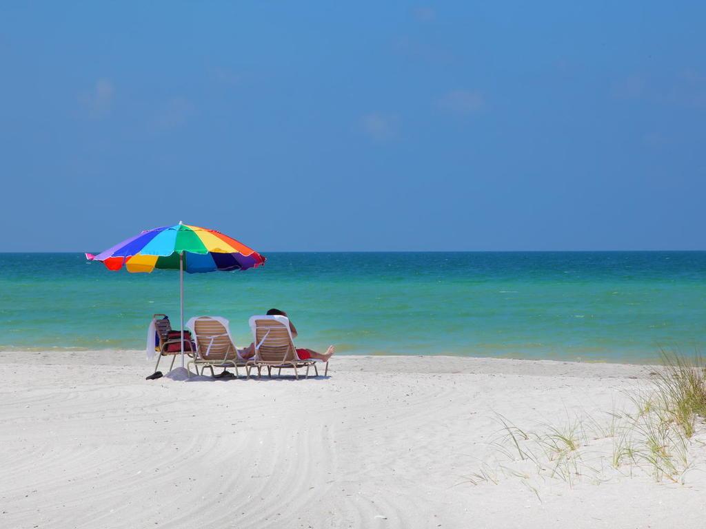 4660 Beach Rd Siesta Key FL-050-23-chpteam 49-MLS_Size.jpg