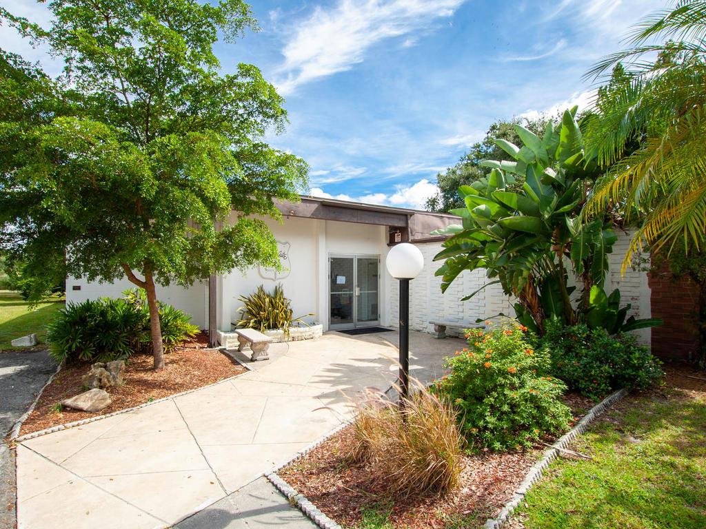 3026 Pinecrest St Sarasota FL-044-45-chpteam amens01-MLS_Size.jpg