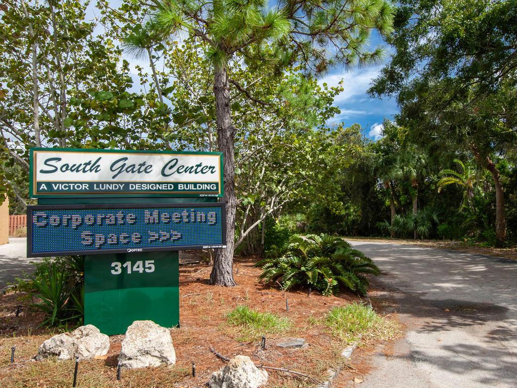 3026 Pinecrest St Sarasota FL-043-29-chpteam amens06-MLS_Size.jpg