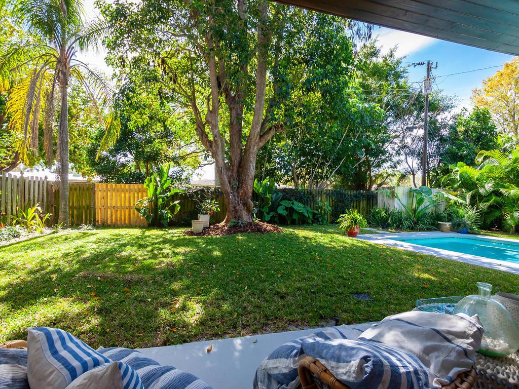 2346 Tangerine Dr Sarasota FL-033-31-chpteam 33-MLS_Size.jpg