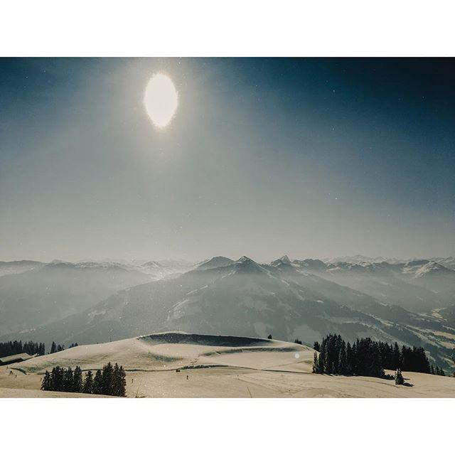 Sunshine in Austria🏔☀️ . . . . . . . . #austria #mountains #tirol #brixen #hopfgarten #skiwelt #skiing #ski #holiday #vacation #forest #tree #snow #cloud #sky #sun #vsco #vscocam #sonya6300 #picture #picoftheday