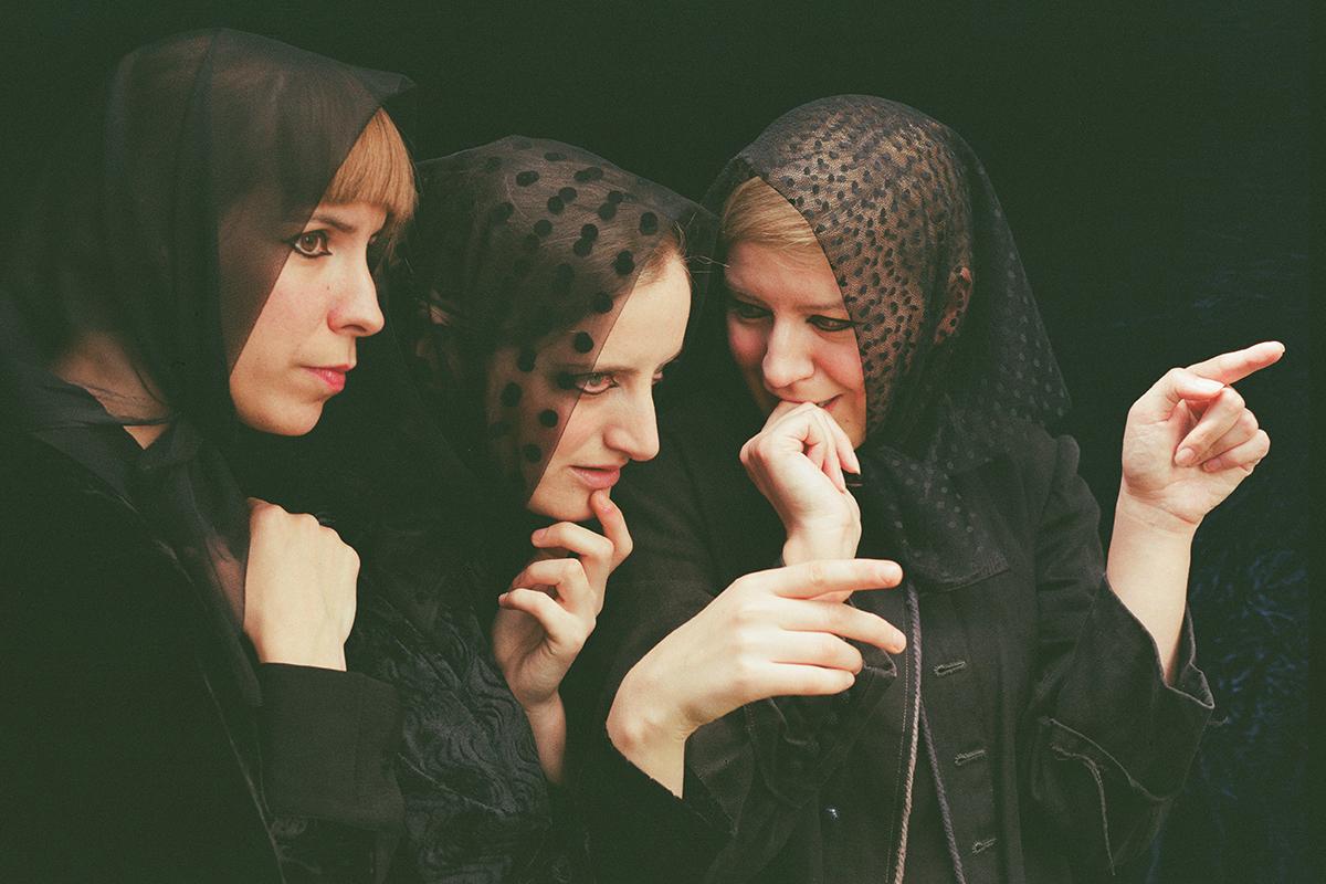 Three Witches-02.jpg