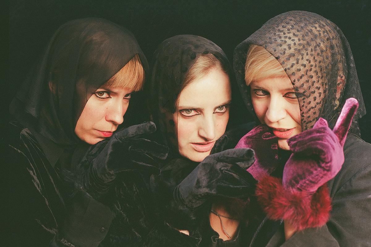 Three Witches-04.jpg