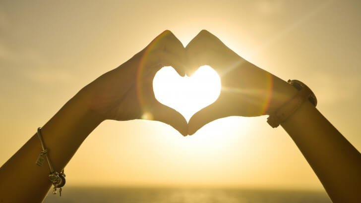 hand-hearts-at-sunset-941.jpg