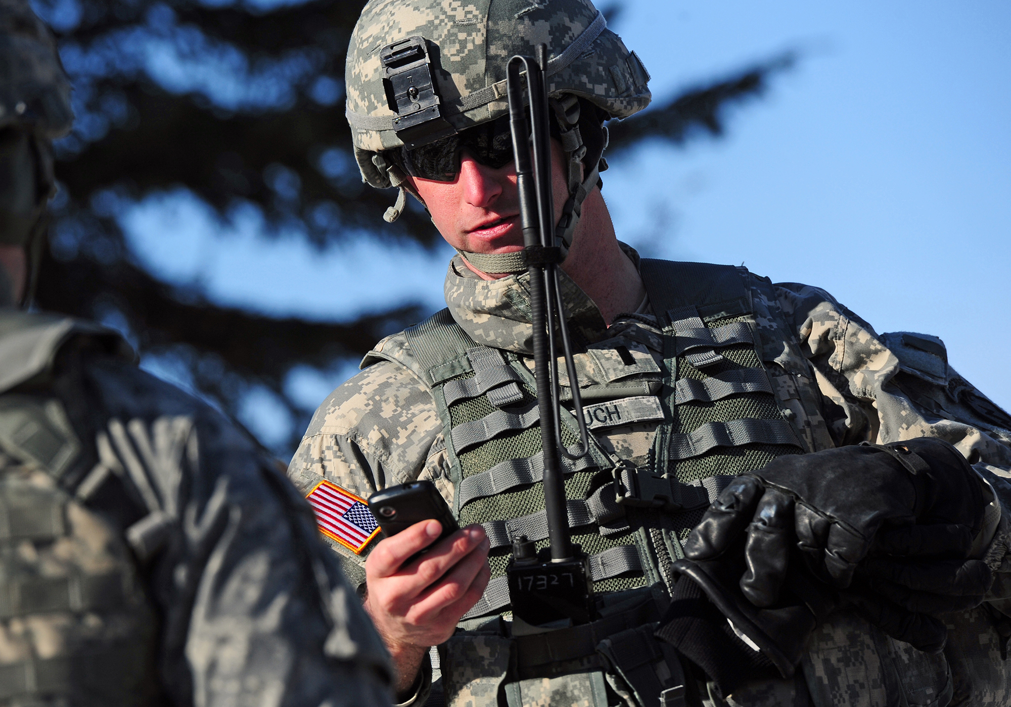 Technology - Harnessing commercial LTE/Wi-Fi and smart phone technologies for the battlefield