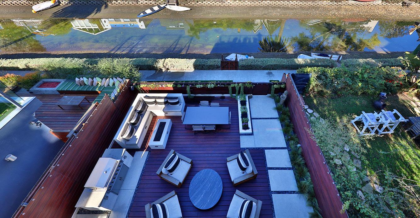 Modern-outdoor-living-deck-Venice-canals-SiliconBay.JPG