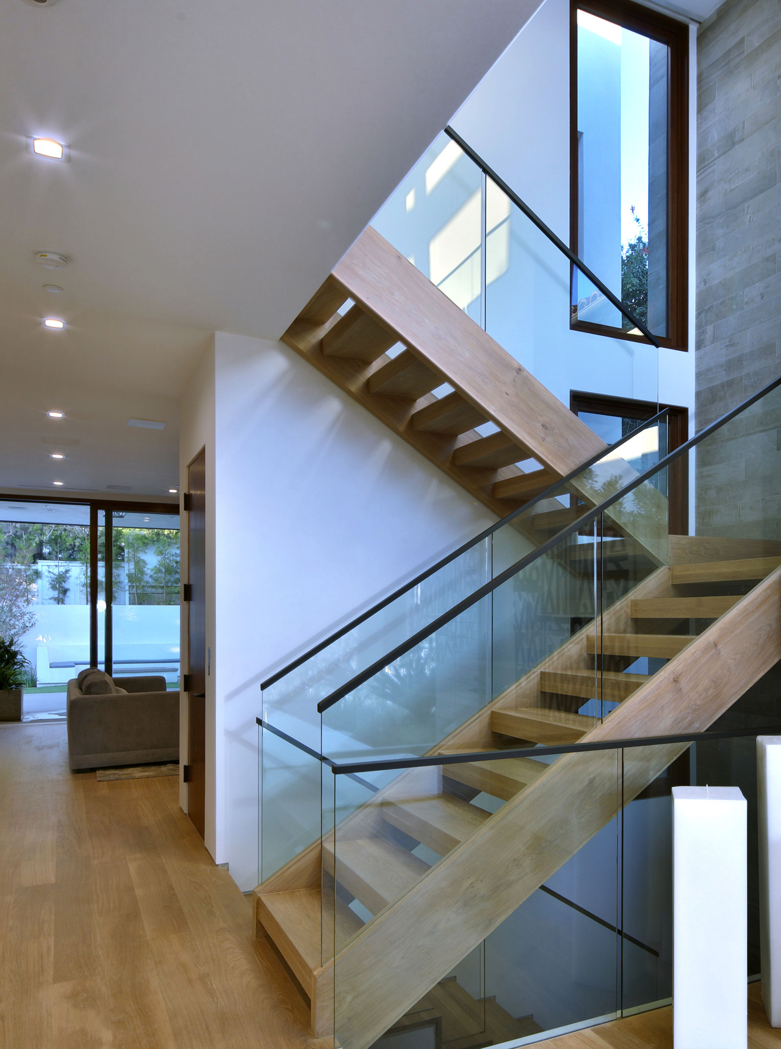 4-Modern-staircase-architecture-SiliconBay-los-angeles.jpg