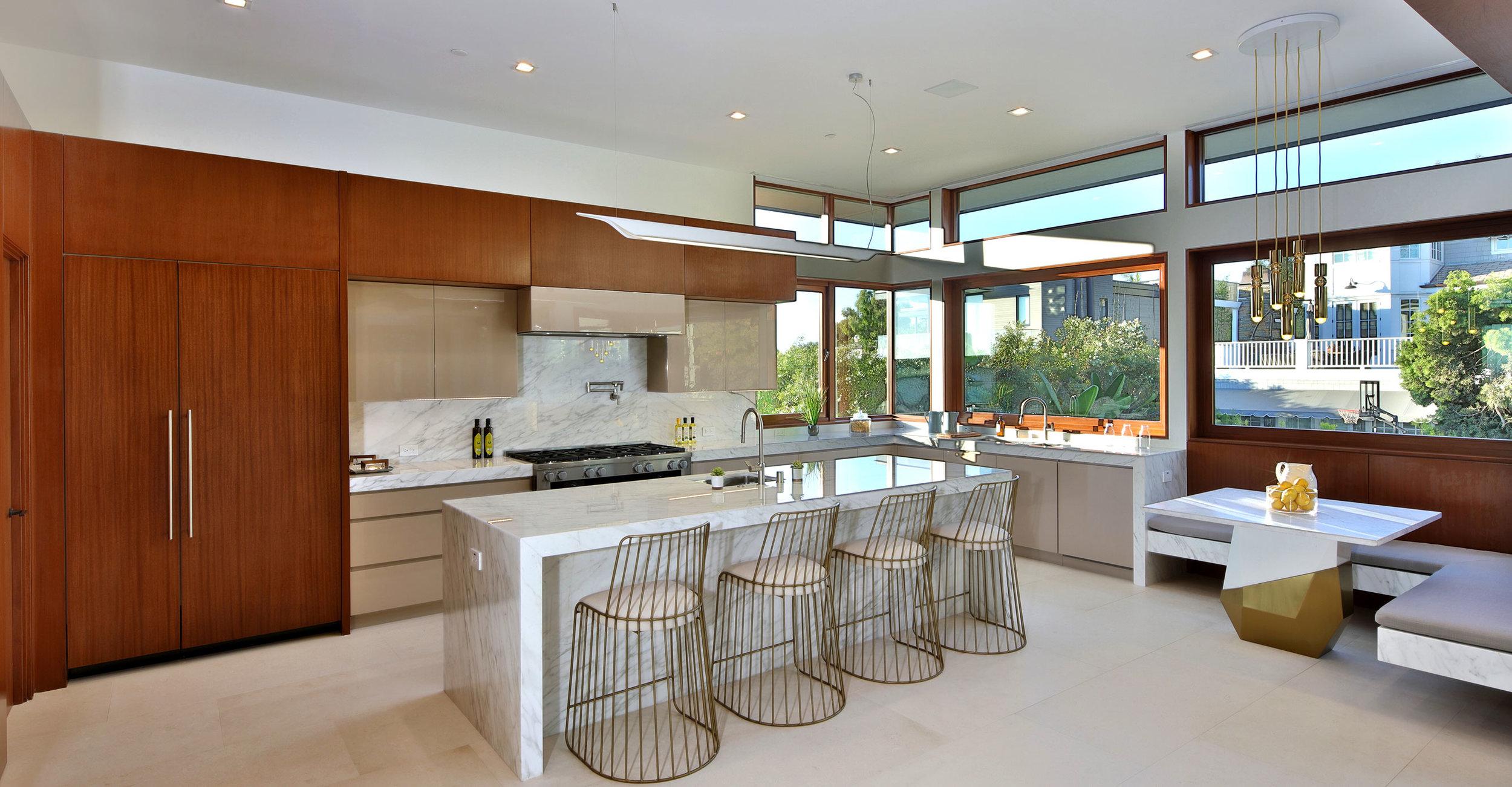 10-Contemporary-kitchen-Silicon-Bay-ManhattanBeach-marble-island.jpg