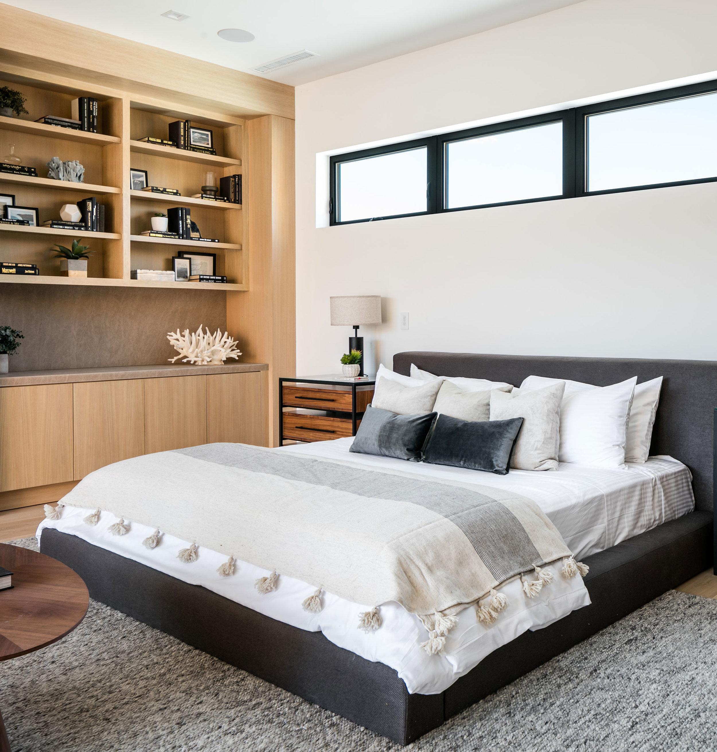 10-Contemporary-Los-Angeles-MasterBedroom-SiliconBay.jpg