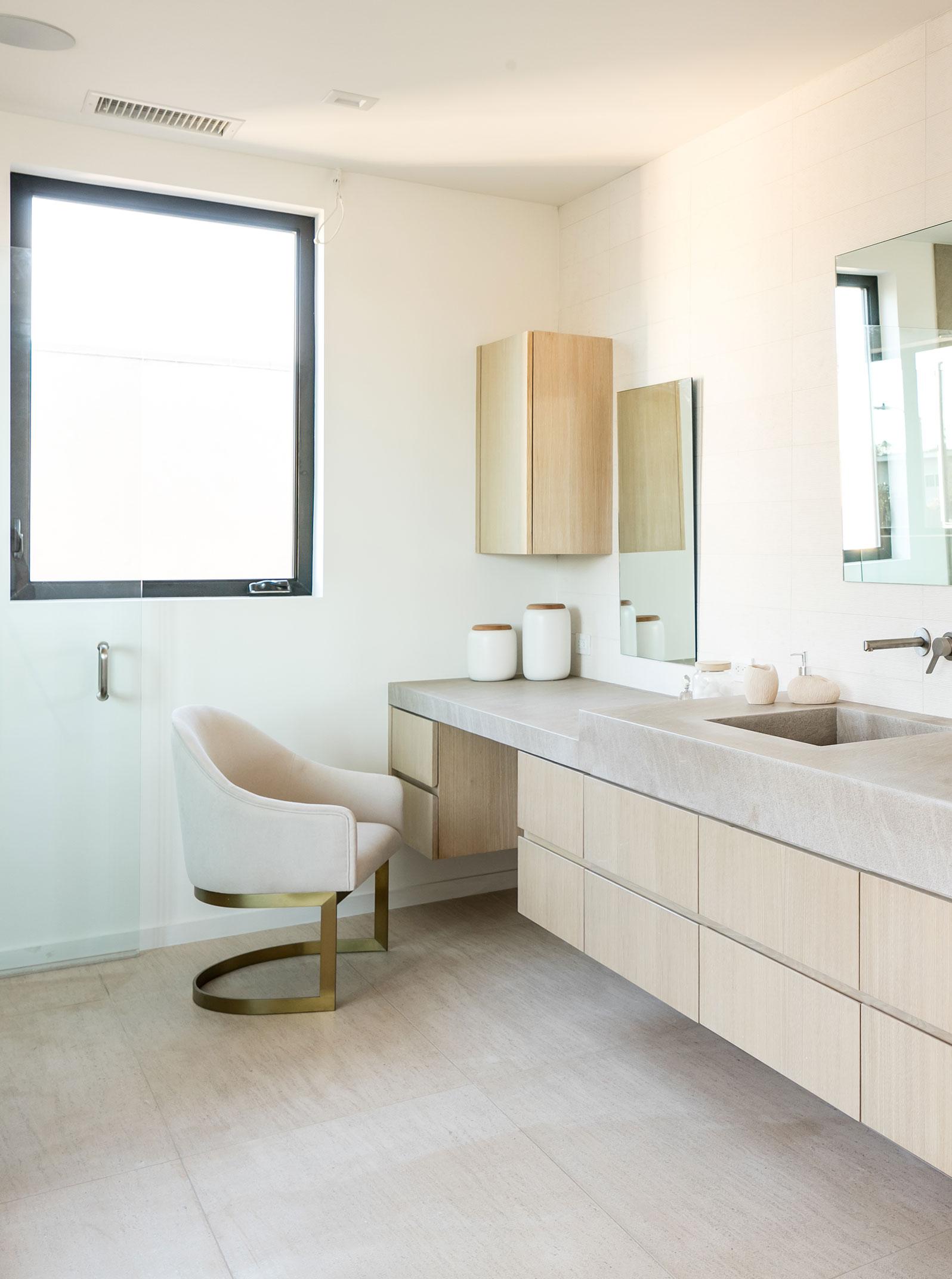 13-Contemporary-Master-Bath-Los-Angeles-SiliconBay.jpg