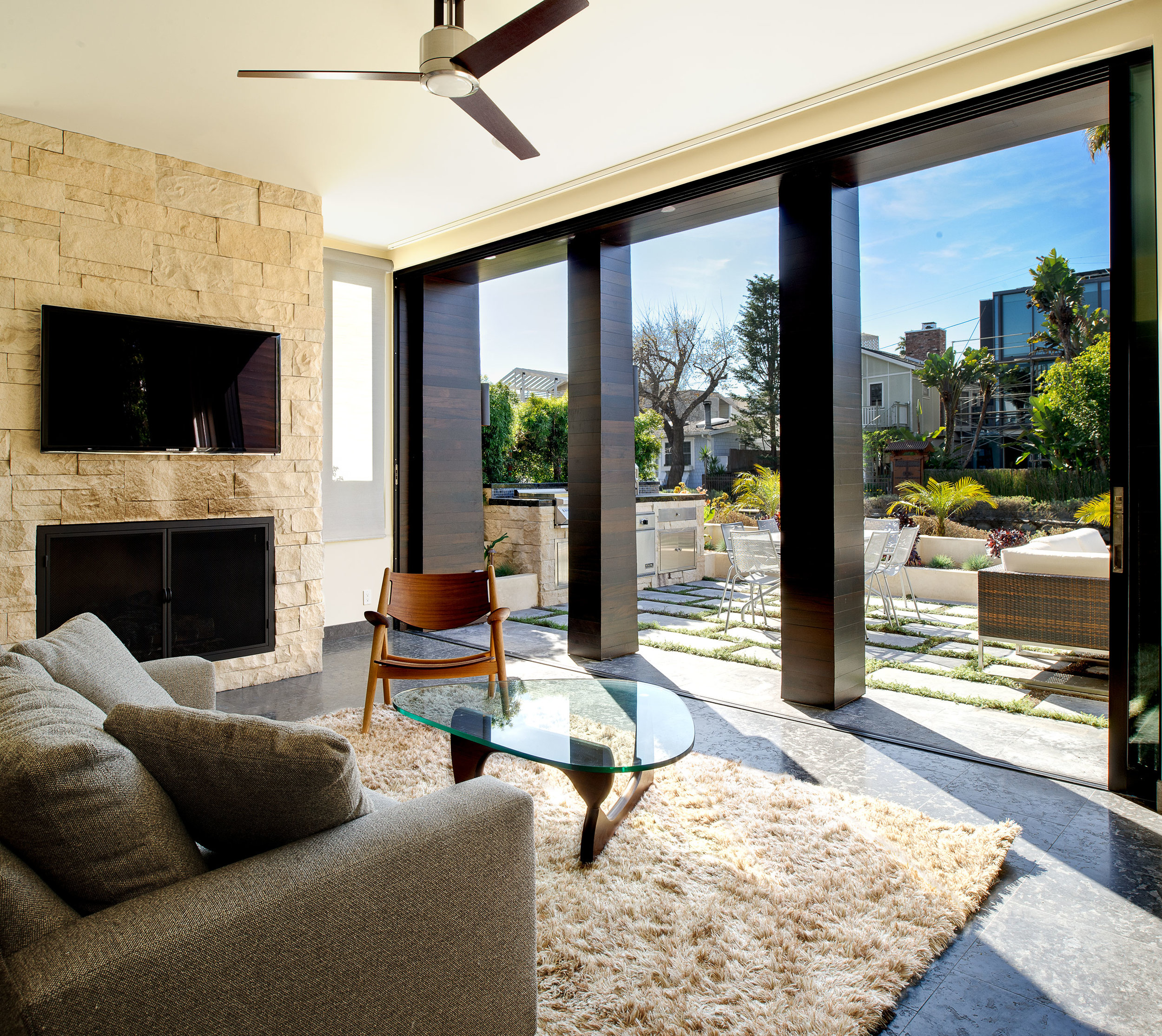 5-Los-Angeles-Indoor-outdoor-living-SiliconBay-open-concept.jpg