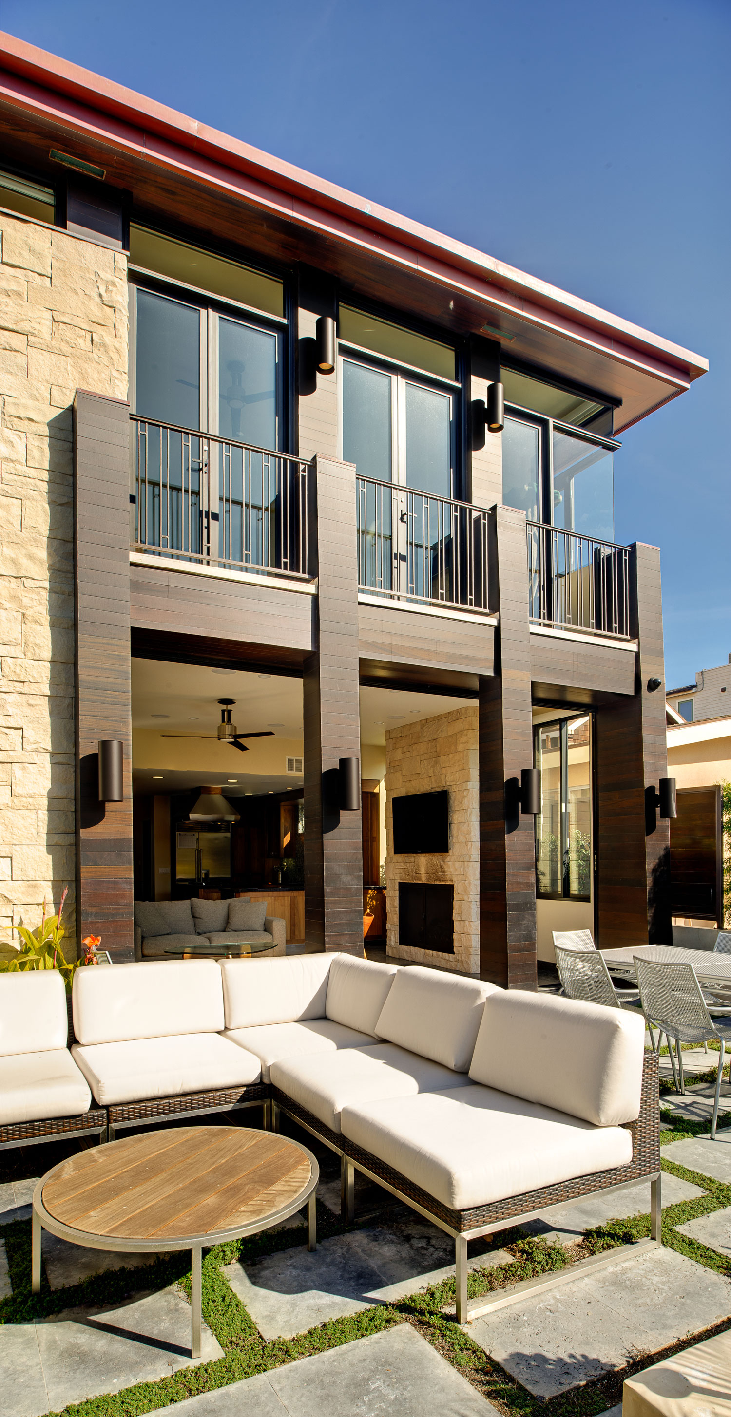13-SiliconBay-outdoor-living-patio-los-angeles-modern.jpg