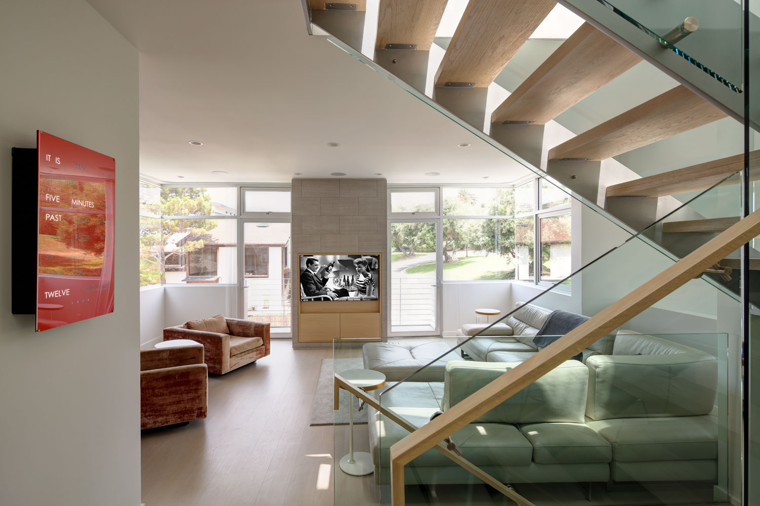 modern-living-room-glass-staircase-silicon-bay.jpg