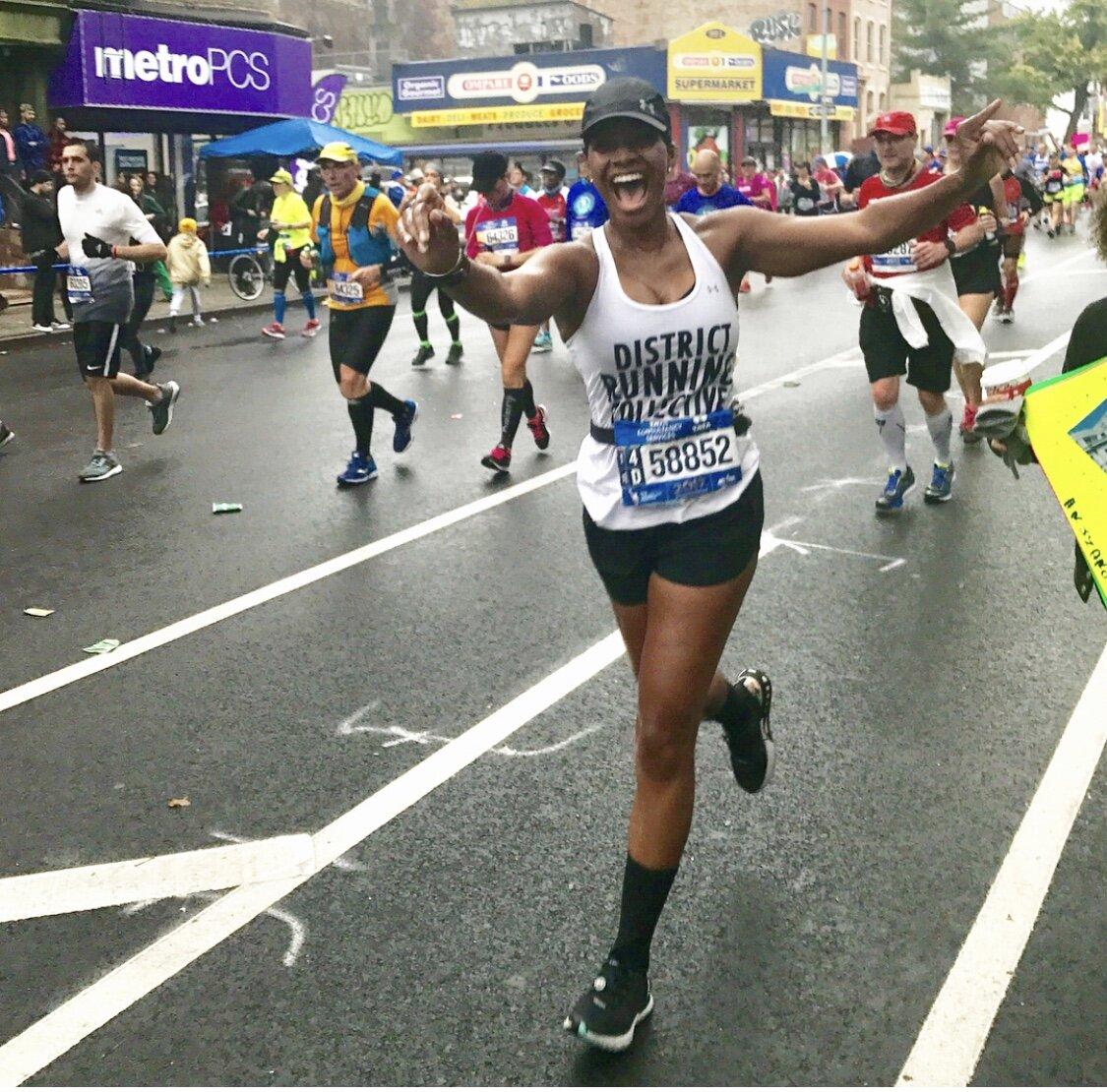 Ashlee running through her cheer squad at the 2017 TCS New York City Marathon.
