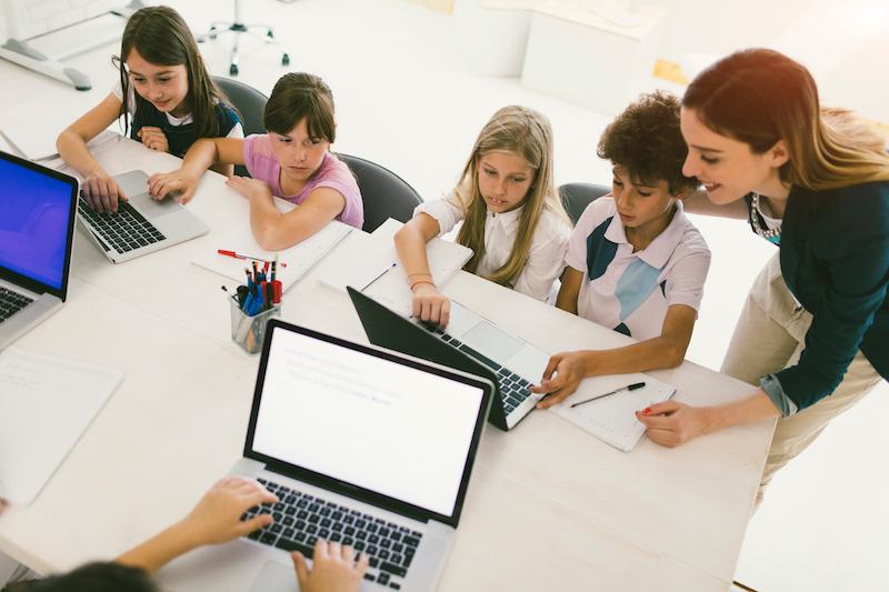 Kids_coding_in_school (1).jpg