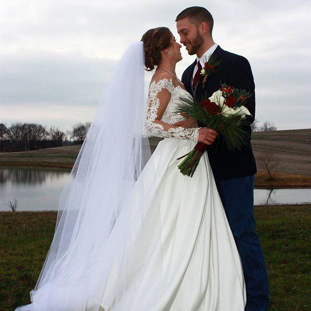 Who is your ☀️ on a 🌧 day? 📷 Anna Henderson . . . #tnwedding #nashvilletn #clarksvilletn #therubycora #clarksvillewedding #soulmate #wedding #kywedding #photography #weddingphotography